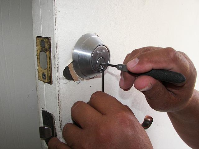 Trouver un serrurier pour installer sa serrure, comment faire?